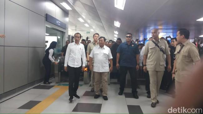 Prabowo-Jokowi Bertemu di Stasiun MRT Lebak Bulus, Warga: We Love You!