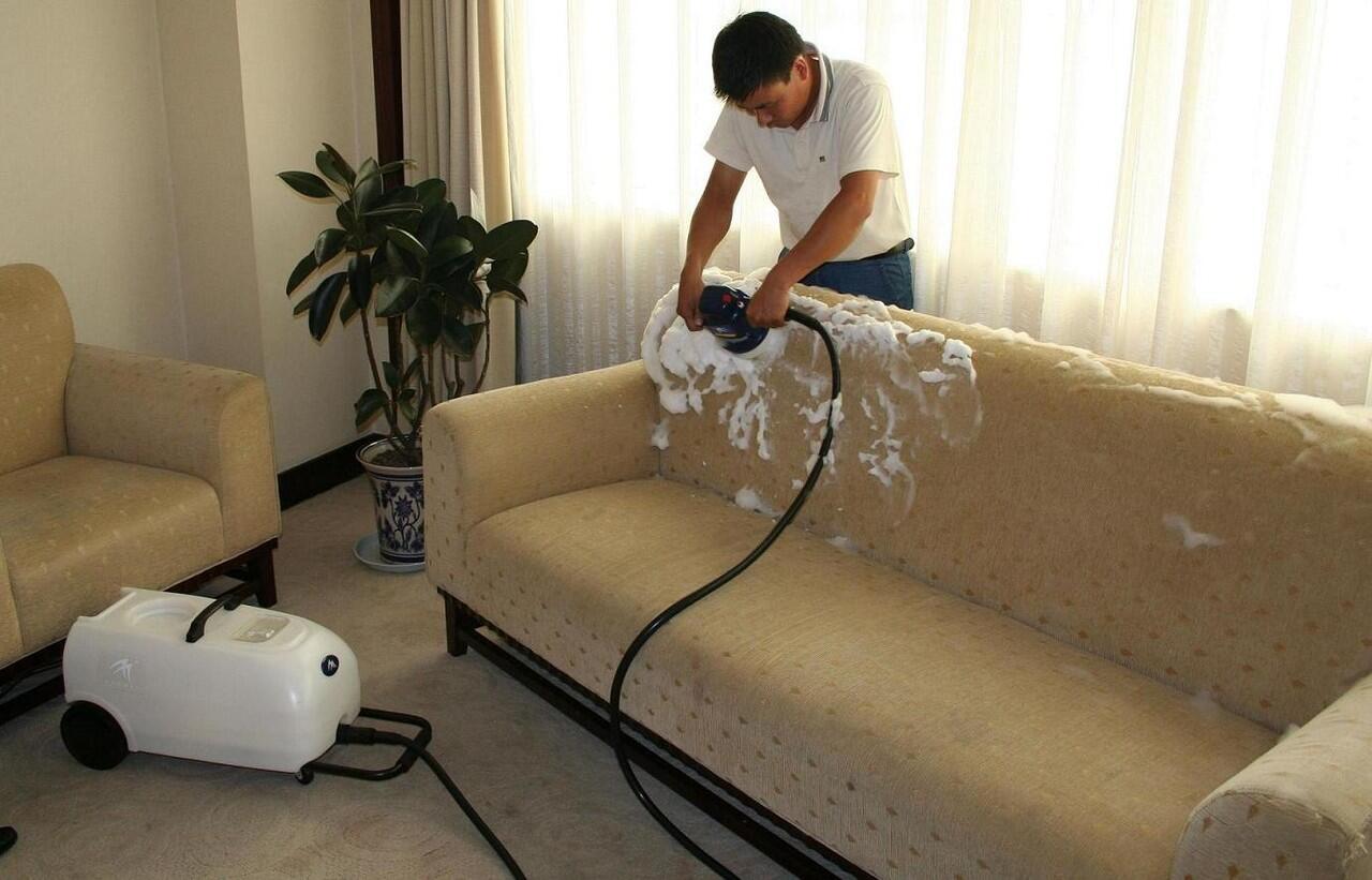 Trik Cepat Cara Membersihkan Sofa, 15 Menit Kembali Bersih!