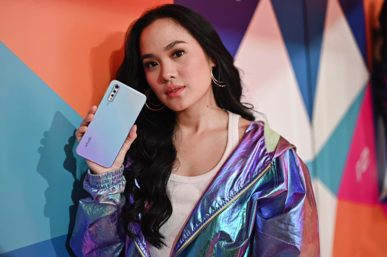 Sheryl Sheinafia Aja Pakai Smartphone Ini, Anak Muda Harus Punya Juga!