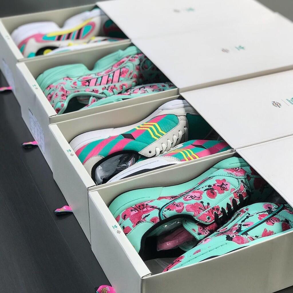 Sepatu Bermerk Adidas Dijual Seharga 15K doang? Jangan Bercanda Gan!