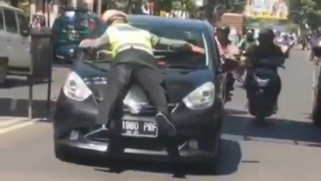 Ini Identitas Penabrak Polisi di Video Yang Lagi Viral
