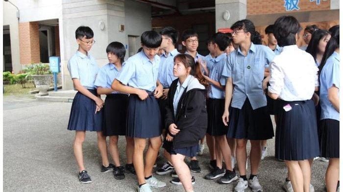 Duh, Siswa Laki - Laki Di Negara Ini Dibebaskan Memakai Rok Di Sekolah