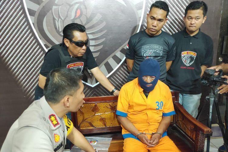 Jengkel, Sejumlah Tahanan Hajar Pria Beristri 5 yang Cabuli Anaknya 50 Kali