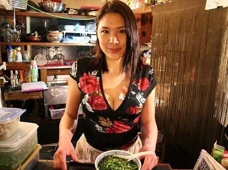 Takako Hayakawa, Penjual Mie Ramen yang Terkenal Seksi di Jepang [BB++ gan]