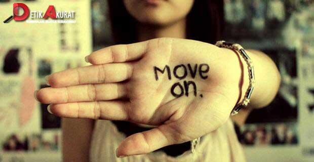 10 Tanda Mantan Pacar Kamu Sudah Move On