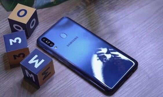 Review Samsung Galaxy M30 : Smartphone 3 Jutaan Terbaik, Ini Alasannya