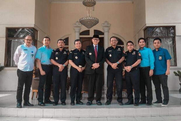 Bea Cukai Banten Kunjungi Gubernur Wahidin Halim