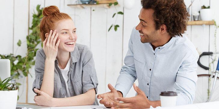 5 Hal yang Sebaiknya Jangan Agan Lakuin Pas Ngobrol Sama Orang Lain