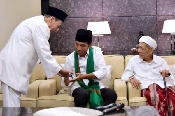 Keluarga Sepakat Jenazah Mbah Moen Dimakamkan di Makkah
