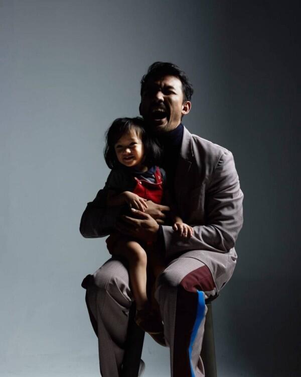 10 Potret Kebersamaan Rio Dewanto dengan Sang Anak, Kompak Banget!