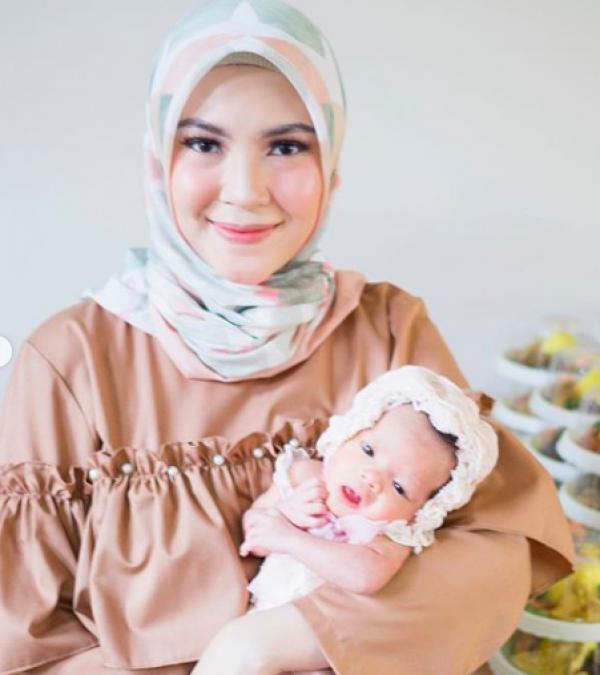 9 Momen Bahagia Prosesi Aqiqah Anak Kembar Ratna Galih & Sawkani