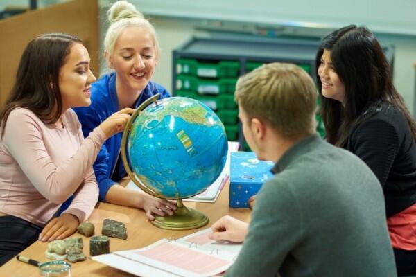 7 Keuntungan Ini Cuma Dirasakan Mahasiswa Jurusan Geografi