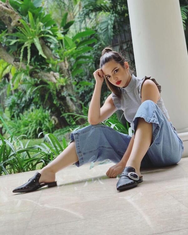 10 Mix & Match Denim Culotte ala Seleb, Bikin Gaya Makin Epic!