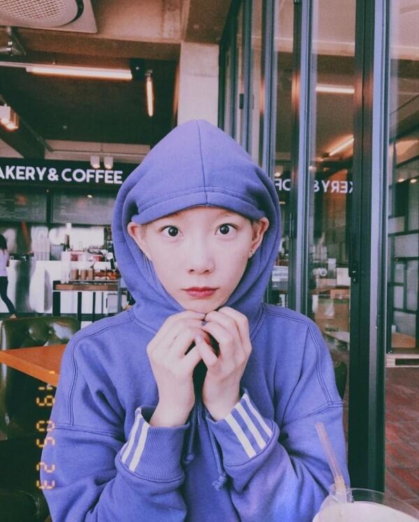 Menggemaskan, Ini 12 Gaya Berfoto Taeyeon yang Aneh tapi Lucu!