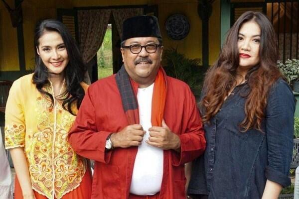 5 Film Indonesia Ini Mengisahkan Cinta Segitiga, Bikin Baper Abis
