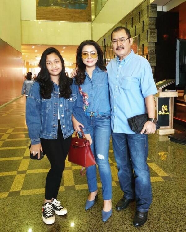 7 Style Fashion Keluarga Sosialita Mayangsari, Hits dan Super Modis!