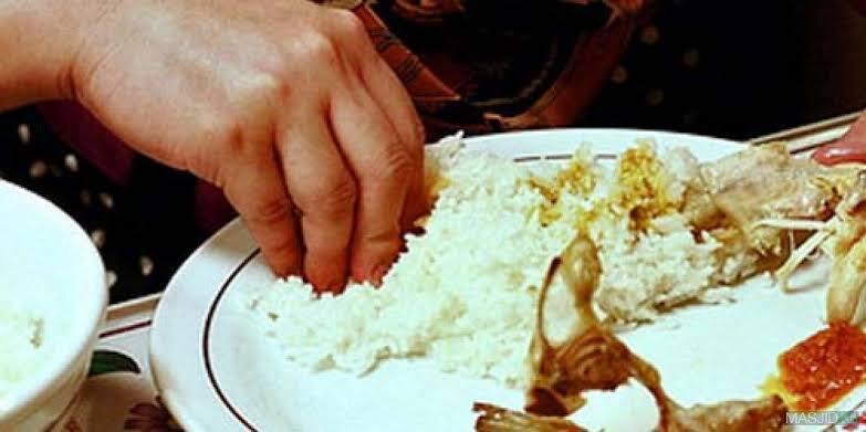 5 Kebiasaan Unik Cara Makan Orang Indonesia yang Tak Dilakukan di Negara Lain