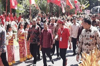 Jokowi-JK Tiba di Arena Kongres PDIP