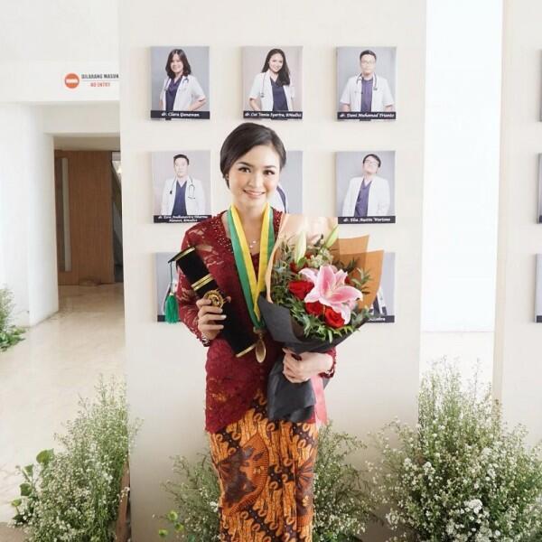 10 Potret Vania Syarira, Dokter Muda yang Nikahi Adik Ipar Olla Ramlan