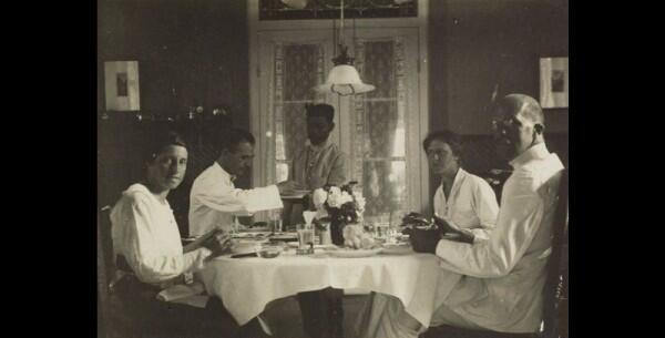 7 Fakta Rijsttafel, Gaya Makan Ala Masyarakat Kolonial yang Mewah