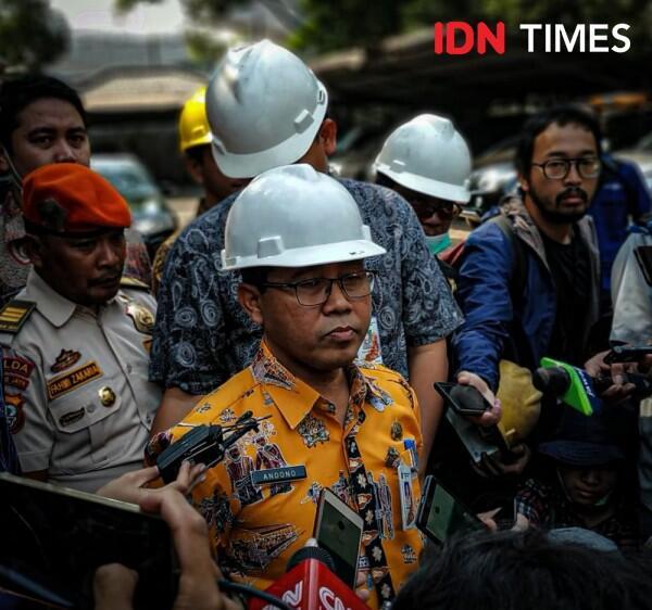 FOTO: Dinas LH DKI Inspeksi Pabrik yang Diduga Cemari Udara