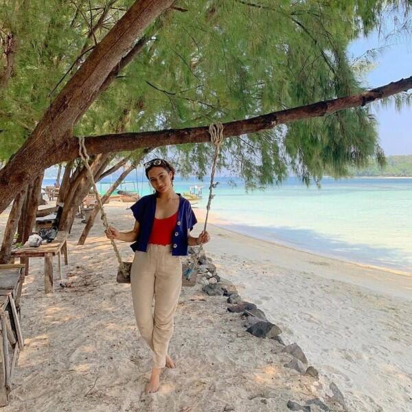 9 Gaya OOTD ala Naomi Zaskia, Kekasih Sule yang Baru