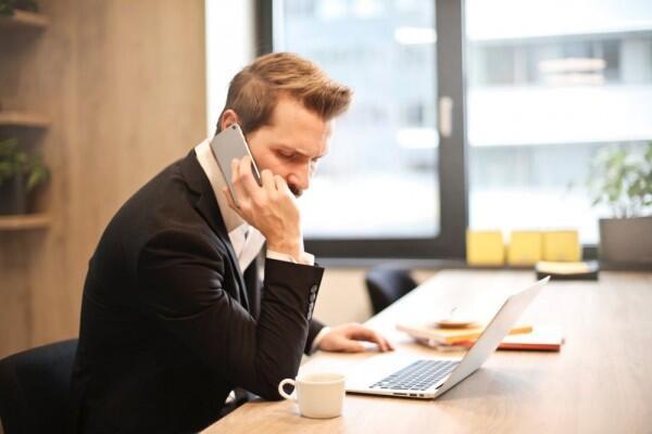 5 Sikap Bijak Menghadapi Pacar yang Masih Berkomunikasi dengan Mantan