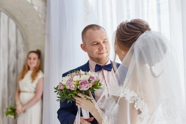 6 Hal Positif yang Harus Diingat Meski Ditinggal Mantan Menikah