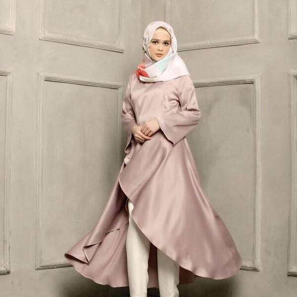 Segera Menikah, 10 Potret Cut Meyriska yang Memesona dengan Hijab
