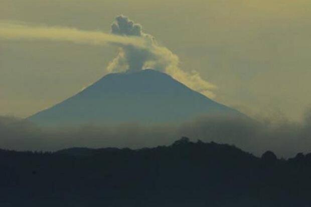 Status Gunung Slamet Naik Jadi Waspada, 2 Km dari Puncak Harus Steril