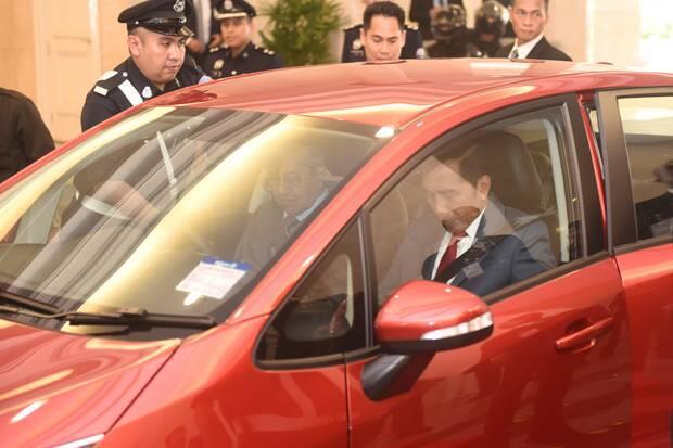 Mahathir Sopiri Jokowi Ajak Makan Siang di Rumahnya