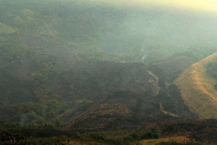 Api belum padam, kebakaran Gunung Ciremai berstatus darurat