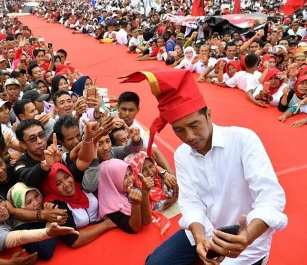 [FOTO] Intip GayaPresiden Jokowi dengan Pakaian Adat di Setiap Momen