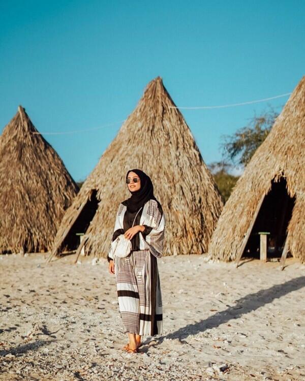 7 Inspirasi OOTD Liburan untuk Hijaber ala Mega Iskanti