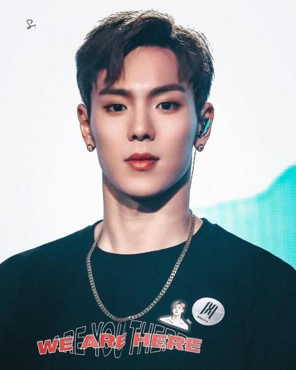 Bikin Hati Berdebar, 9 Idol KPop Pria Ini Memiliki Bentuk Bibir Seksi!