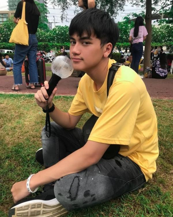 10 Potret Aktor Muda Naufal Azhar yang Ternyata Fanboy KPop, Gemes!