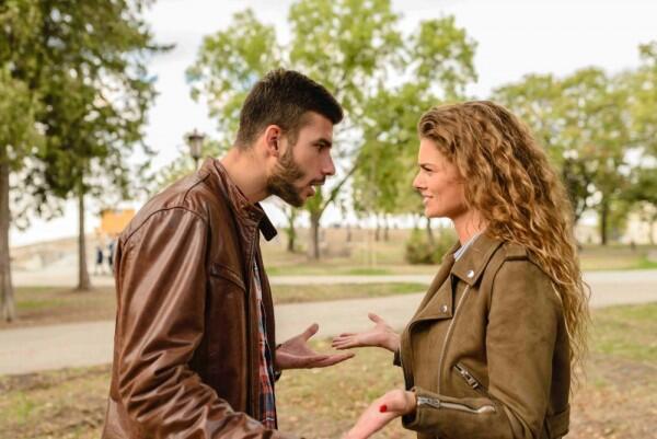 5 Cara Menghadapi Pasangan yang Emosi Agar Tetap Tenang