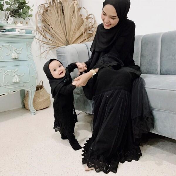 7 Inspirasi Baju Kembaran Ibu Anak ala Hamidah dan Shireen