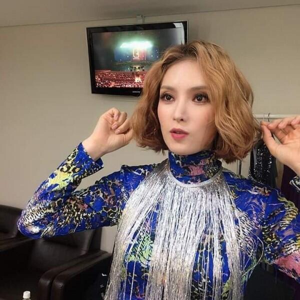 10 Potret Gummy, Penyanyi OST Hotel Del Luna yang Juarai Tangga Lagu