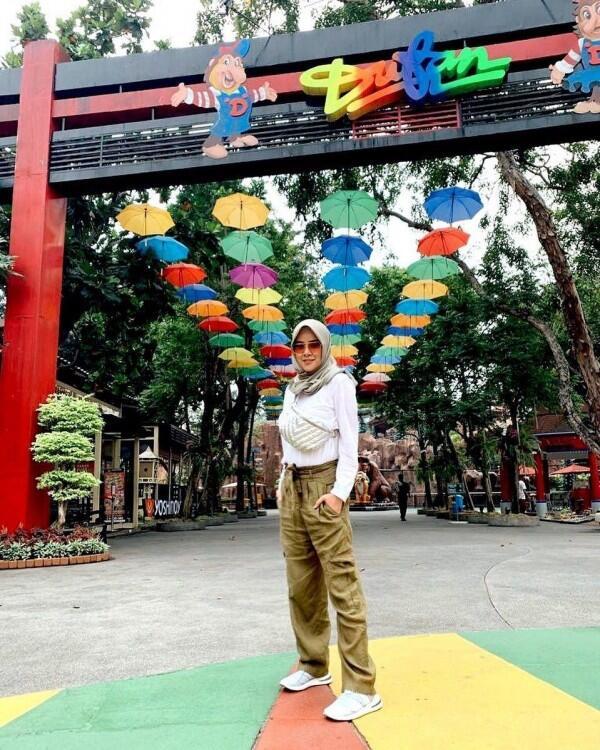 7 Ide Padu Padan Gaya Busana Muslim Olla Ramlan, Kasual nan Elegan