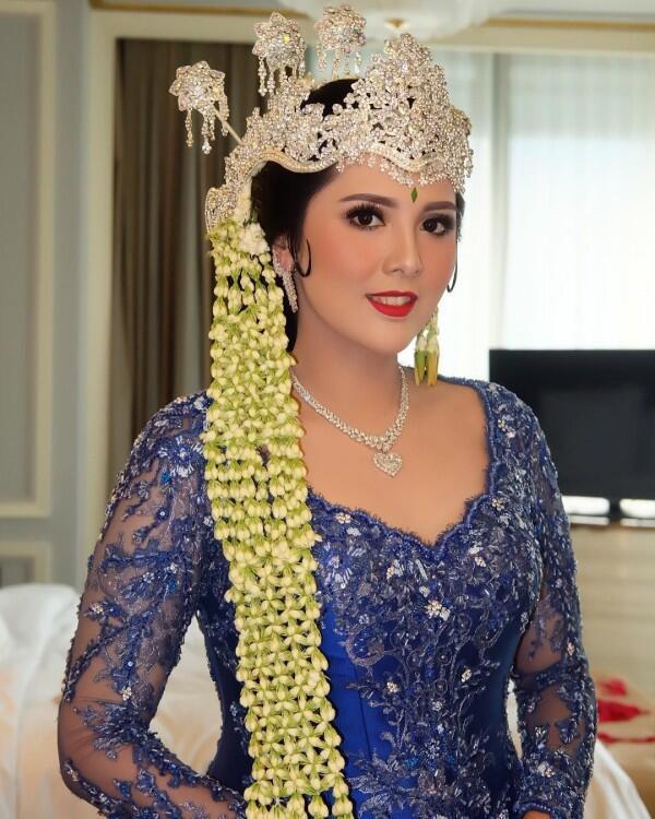15 Kebaya Elegan Adat Sunda,Mewah bak Wanita Aristokrat