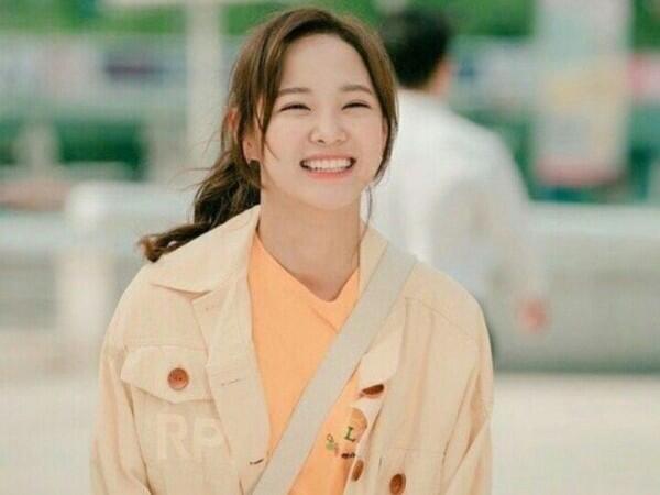 9 Potret Manis Sejeong Gugudan yang Punya Senyuman Menggemaskan