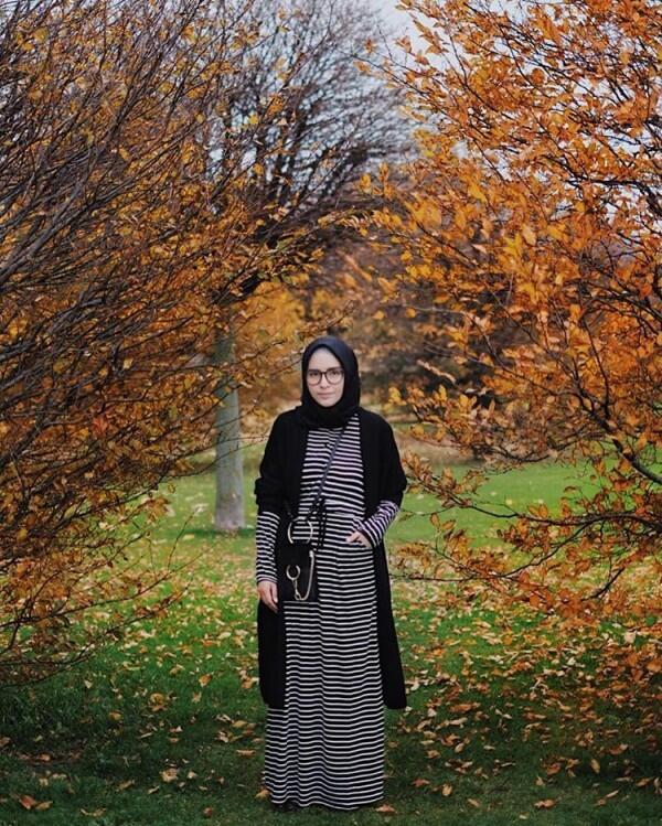 10 Ide OOTD Hijab di Luar Negeri ala Selebgram Zahratul Jannah