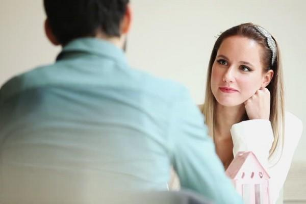 5 Hal yang Paling Diperhatikan Perempuan saat Pertama Kali Berjumpa