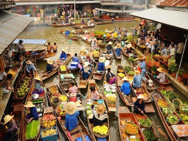 Gak Cuma Indonesia, 7 Negara Ini Juga Punya Pasar Apung Lho!