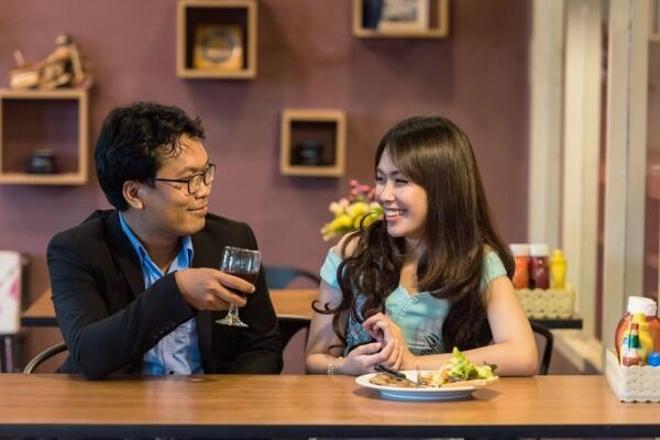 5 Alasan Humor Diperlukan dalam Suatu Hubungan, Bikin Langgeng!