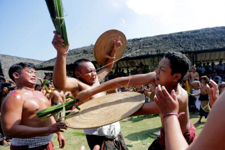 Tau Gak Sih? Ternyata 11 Suku Ini Punya Tradisi Ekstrem loh