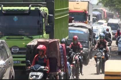 Evakuasi Truk Tangki Terbakar Berlangsung 6 Jam, Pantura Macet Panjang