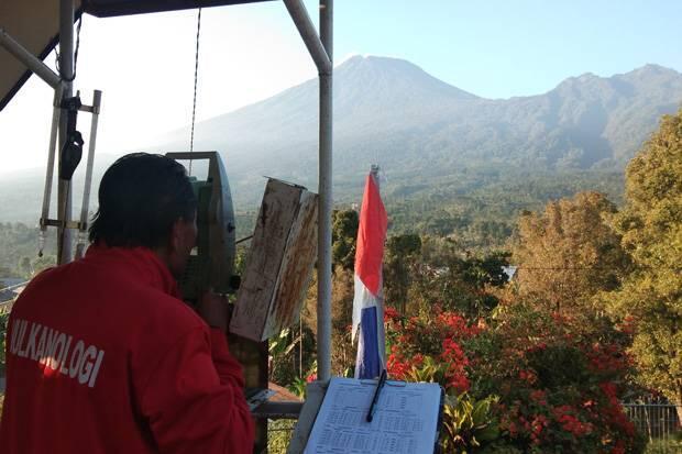 Aktivitas Meningkat, Status Gunung Slamet Dinaikkan Waspada