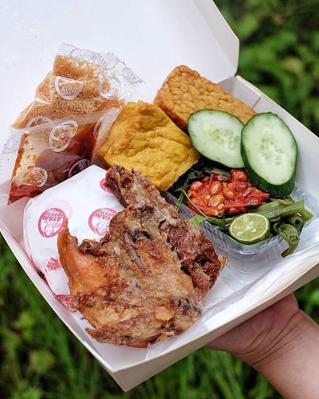7 Ayam Goreng Legendaris Jakarta yang Enaknya Juara